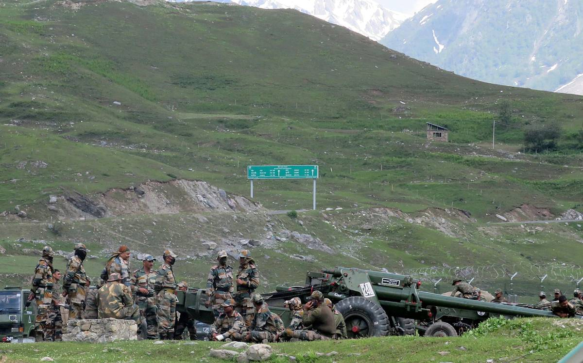 Indian, Chinese soldiers injured in physical